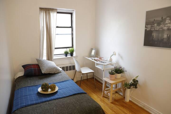 20min to Manhattan&Safe Neighborhood&PrivateRoom