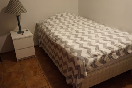 Cosy room, brighrt apparment, close to Kef-airport