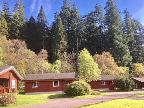 Traditional Log Cabin by Romantic Pucks Glen
