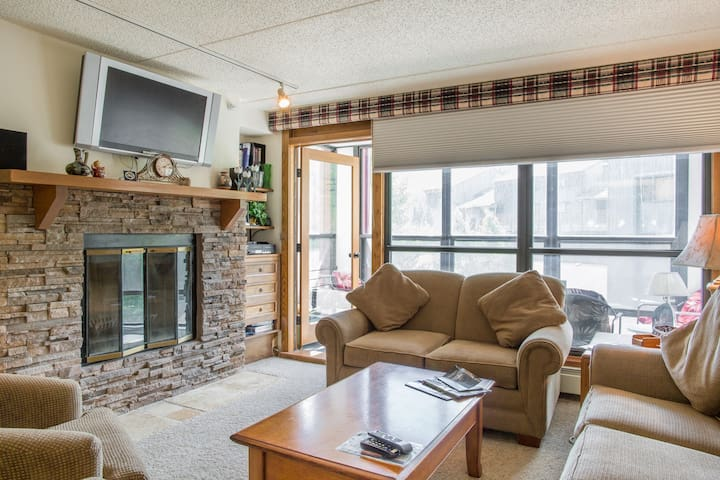 Views ! 2 bedr 3 bath condo 40 yds to lift  (snow) - Copper Mountain - Appartement