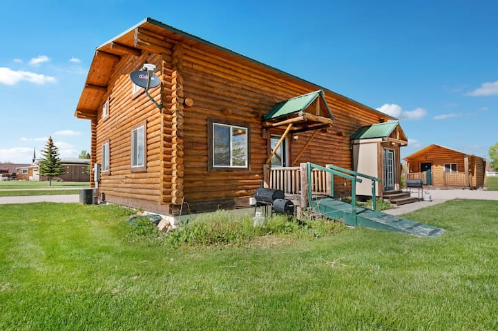 Lodge in Saint Charles w/ all ten cabins included