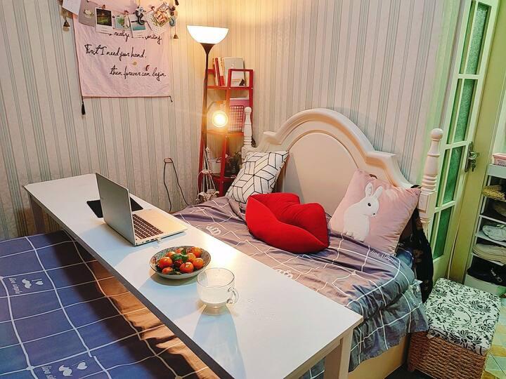 5号线地铁站附近欧式风格独立一室户大床房