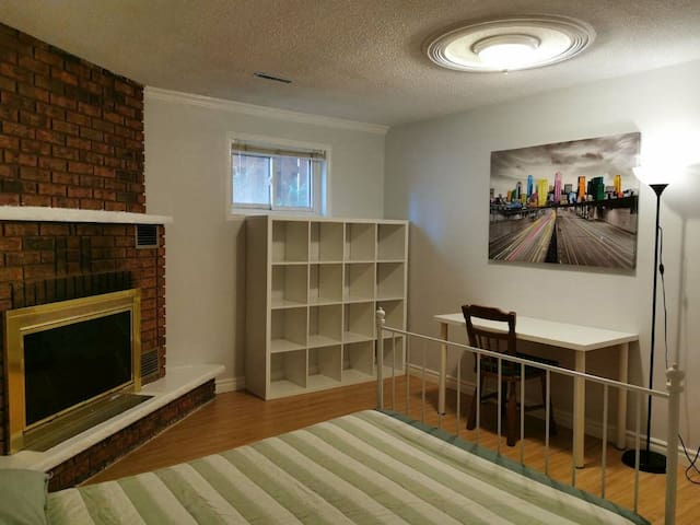 Comfy basement room. 10 min walk Finch subway