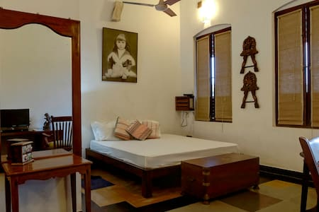 Colonial Room with Sea View Balcony - Puducherry