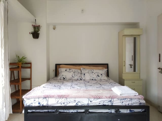 WIFI apartment with Kitchen in Koregaon Park