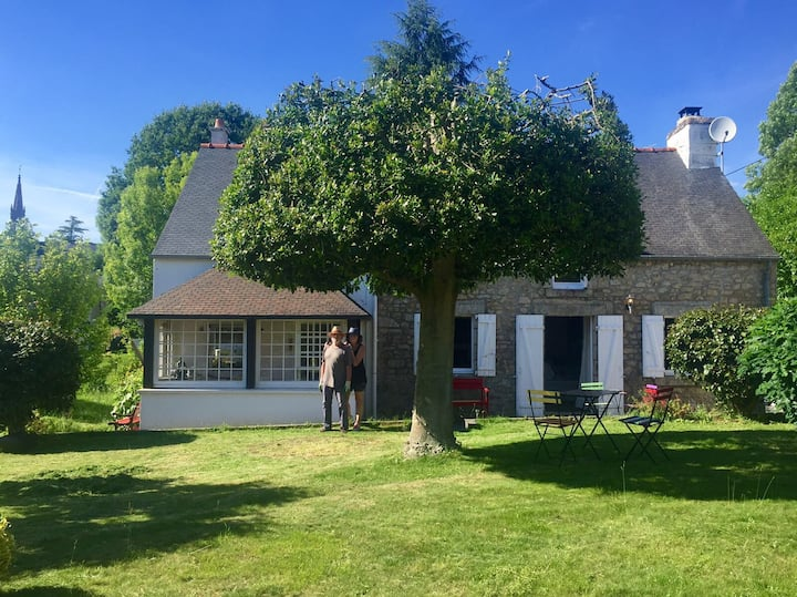 Cosy stone cottage in Saint Nicolas des Eaux.