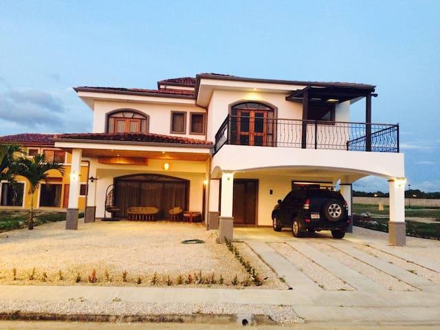 Big house in Liberia- Family-friendly, Romantic