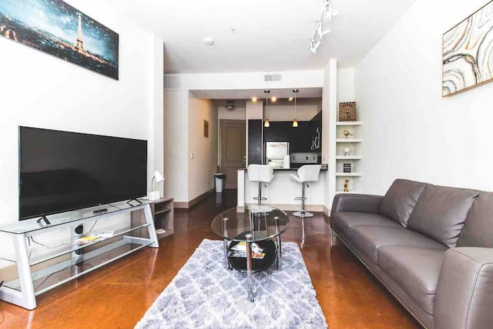 Downtown/Deep Ellum luxury Apt walk to it all! #1