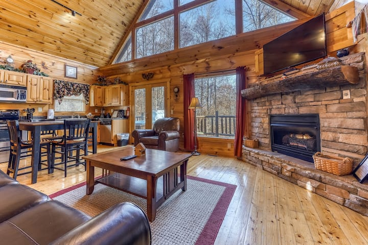 Luxury woodland log cabin with private hot tub and game room
