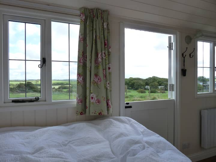 Anglesey Shepherds Hut - Cae