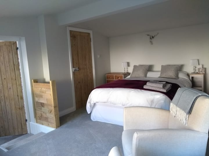 Cosy retreat Stoke Gifford,Parking, Welcome Pack