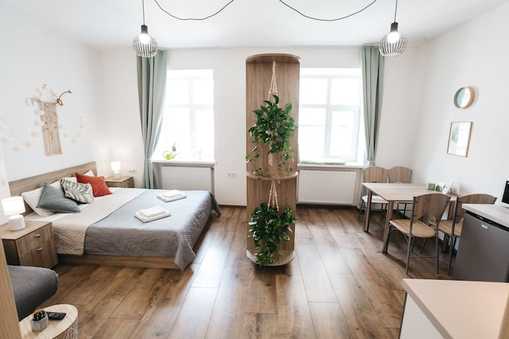 """Green Oasis"" studio-apartment"