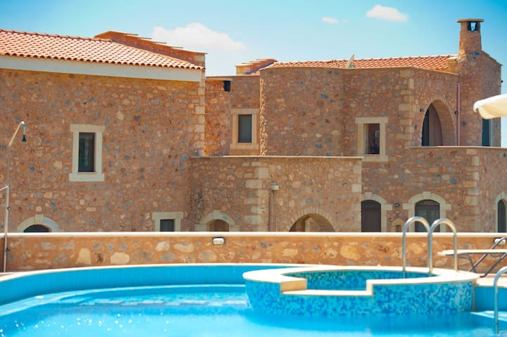 2 bedroom Ιndependent villa common pool