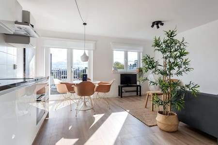 A furnished room in a bright & modern apartment!