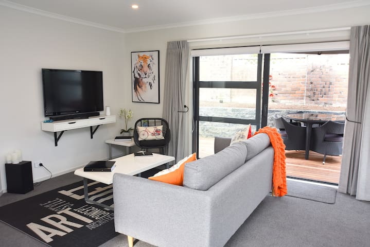 Lynton Cottage with easy access to airport and CBD