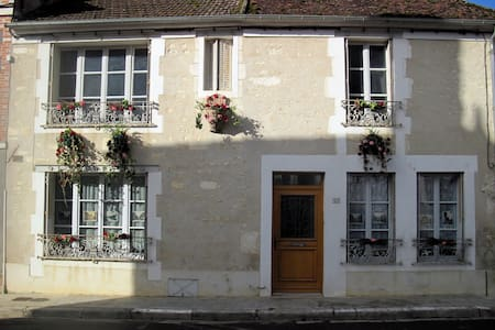Charming traditional village house in Burgundy - Irancy - Casa
