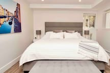 Master bedroom - king size bed (with smart TV)