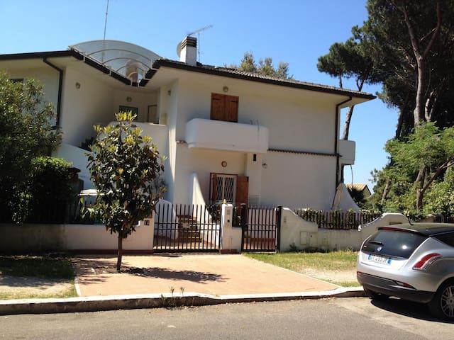 Villetta con entrata autonoma - Sabaudia - Willa