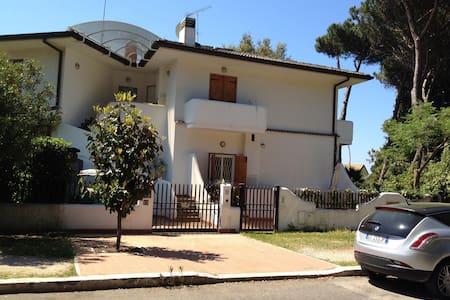 Villetta con entrata autonoma - Sabaudia - Villa