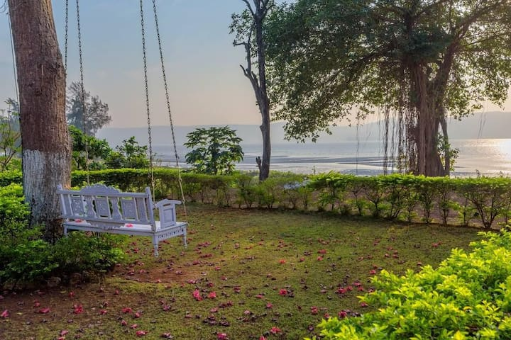 Little Paradise(Orchid)- Seafacing Chalet in Murud