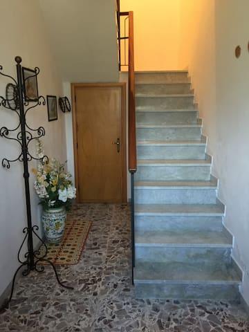 Accesso all'appartamento al primo piano