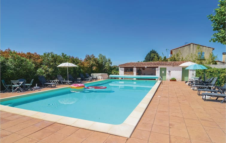 Holiday apartment with 2 bedrooms on 83m² in Canaules-et-Argentièr.