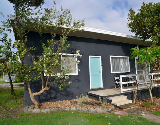 Tallowood beachfront cottage (pet friendly) - Bonny Hills