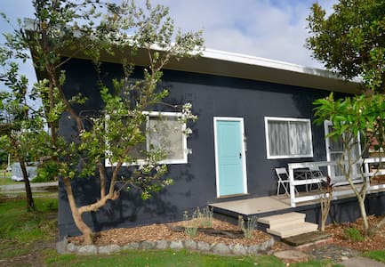 Tallowood beachfront cottage - Bonny Hills