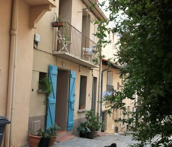 belle halte typique dans quartier piéton Collioure