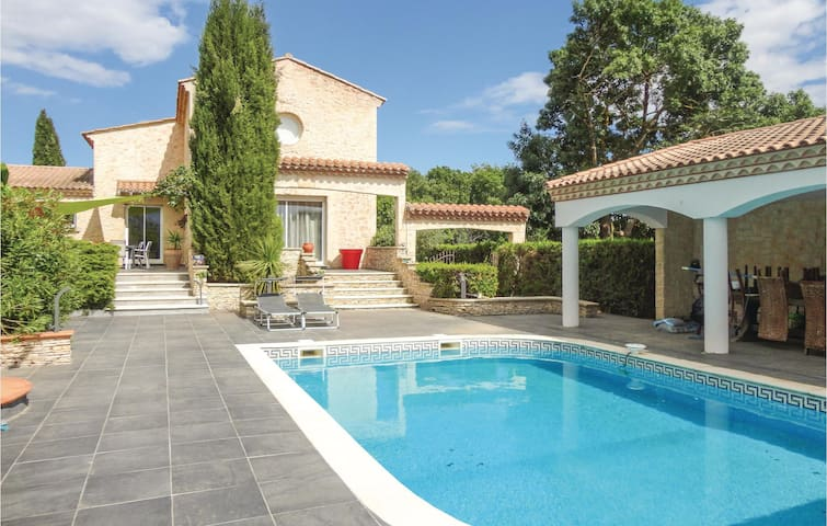 Holiday cottage with 5 bedrooms on 230 m² in Thezan les Beziers