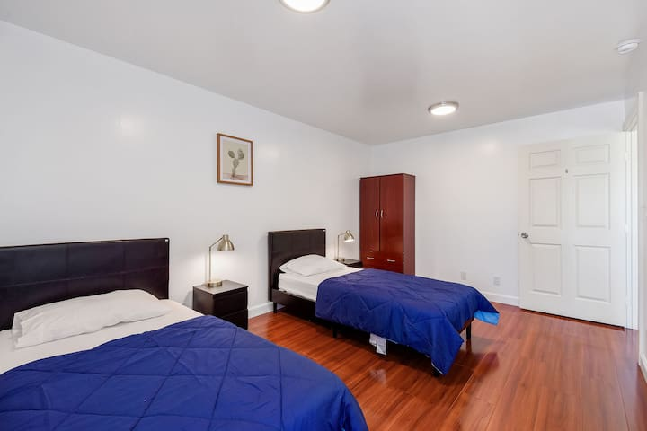 Your space in 2ppl room / WIFI&Laundry included
