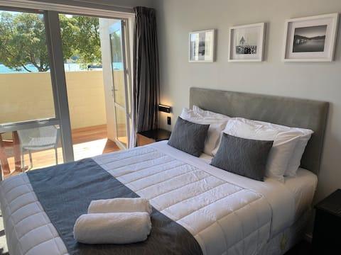 Akaroa Apartment 65  Waterfront with Spa Bath