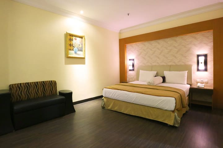 Marvelous Executive Room at Coins Hotel Jakarta