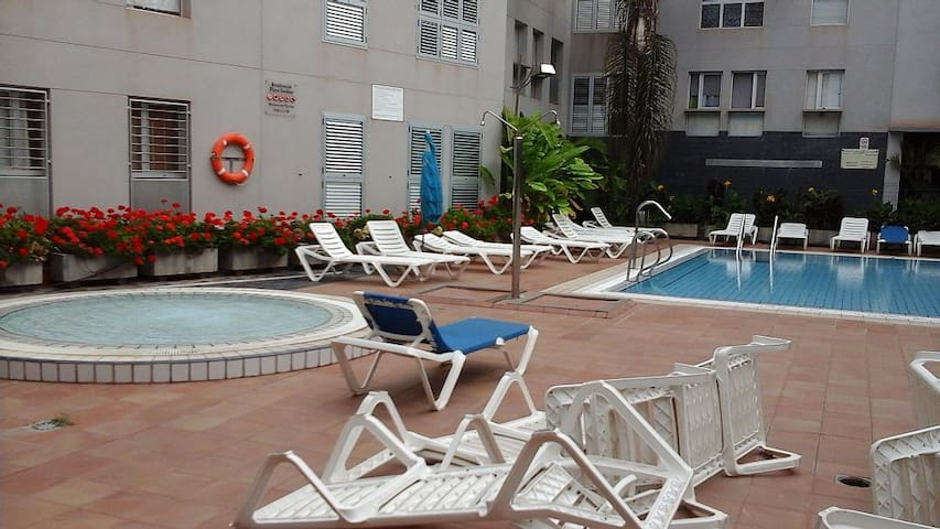 Penthouse + barbecue + terrace + pool, near beach. - Gáldar - Lägenhet
