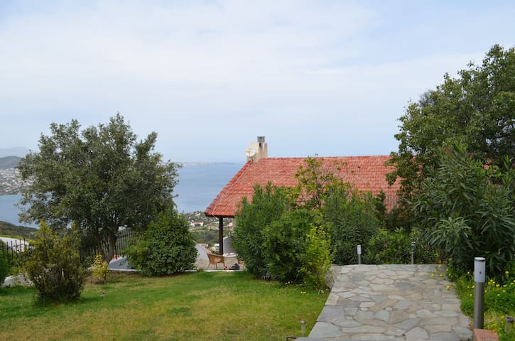 Appartment with view,near airport,museum and sea - Chamolia - Apartment
