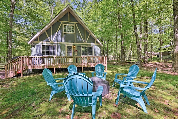 Pocono Chalet w/ BBQ, AC & Fire Pit-Walk to Beach!