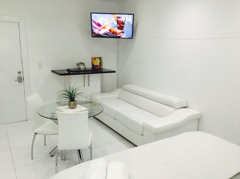 Big sofa, diner table, tv and stove