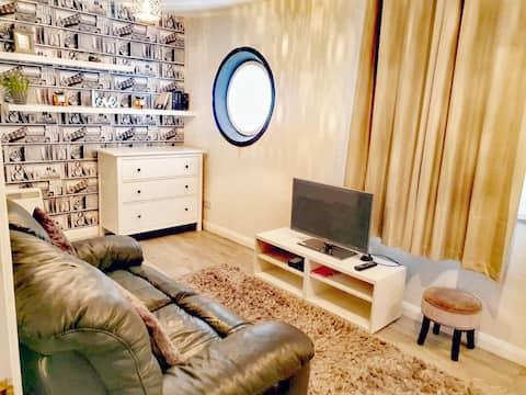 Stylish, modern apartment, perfect location