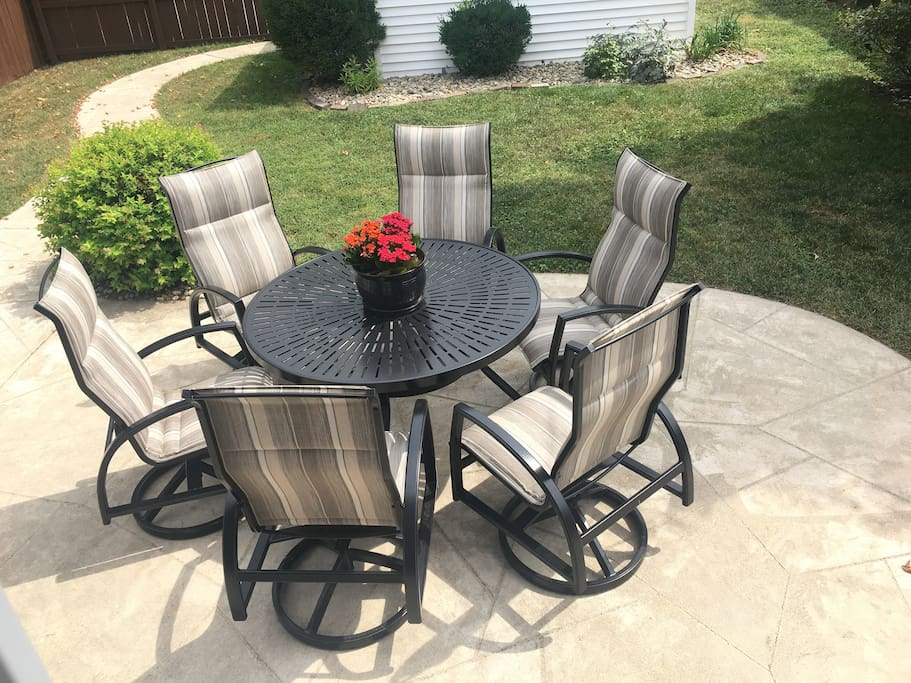 Outdoor seating for 6