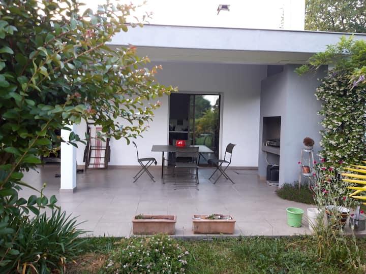 Chambre dans maison contemporaine dans le Gers