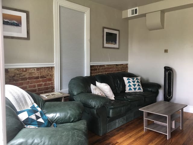 Alcott St. Carriage House: Adorable Great Location