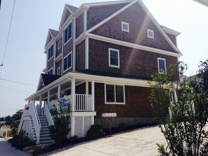 Studio w/ private beach access, just yards away!