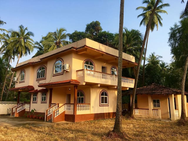 Enchanting Jungle Villa Morjim Goa - Morjim - Dom