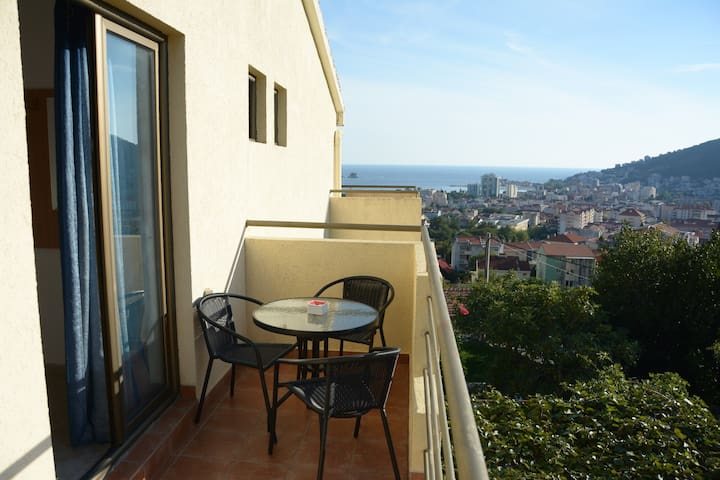 Triple Room with terrace & bathroom in Budva - Budva - Apartmen