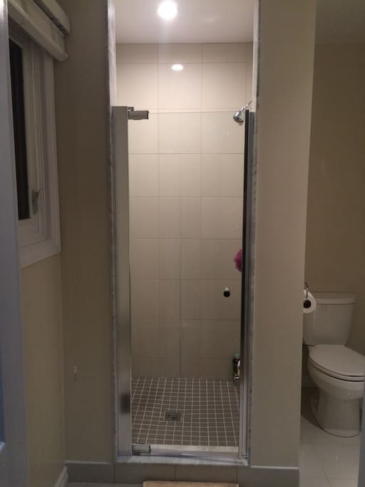 1B ROOM INSIDE SHOWER ROOM