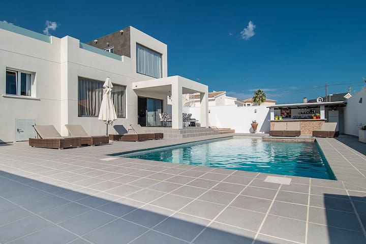 Stunning Modern Villa with Pool - Ciudad Quesada - Huvila