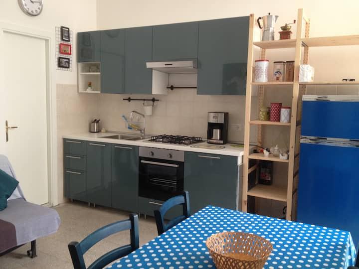 """""""quartieri spagnoli""""  shared house for women"""