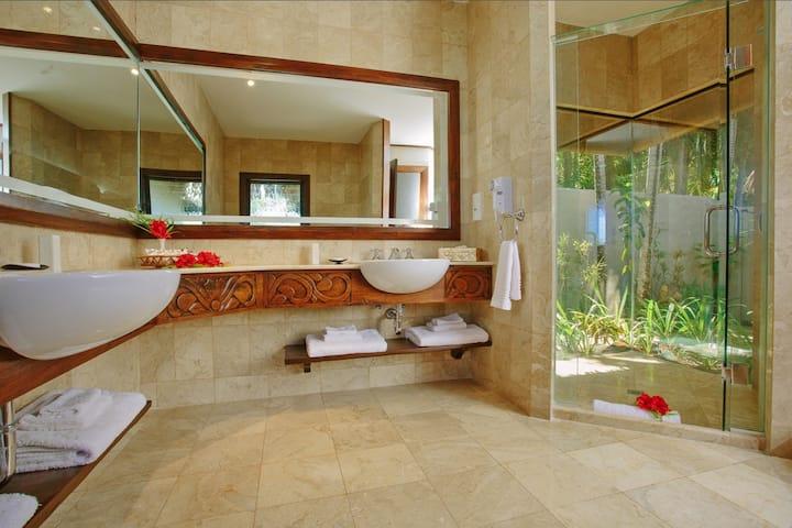 5 Star Ultimate Beachfront Villa