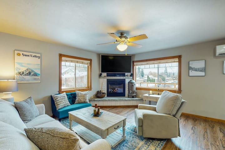 Downtown dog-friendly Sandpoint home w/Deck, Gas Fireplace, & High-Speed WiFi