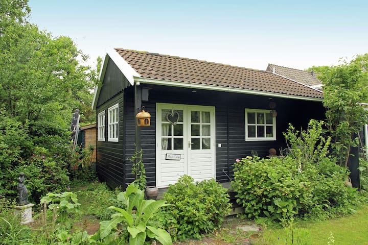 Romantisches Ferienhaus in Bergen (Nordholland) mit Terrasse